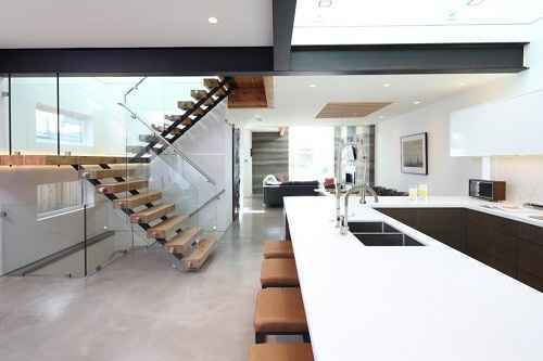 Inspirasi Desain Tangga Kayu dan Besi Rumah Minimalis yang Modern