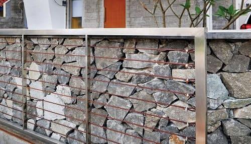 desain pagar batu kali