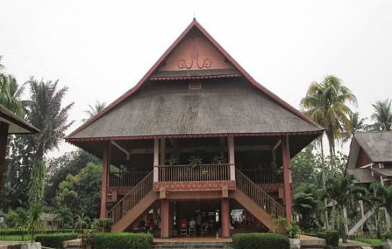 rumah adat sulawesi utara 2